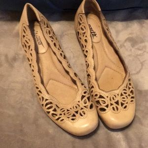 Cream Earth laser cut comfy shoes